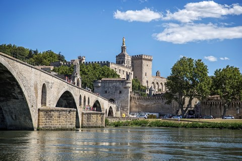 avignon bridge provence walking holiday